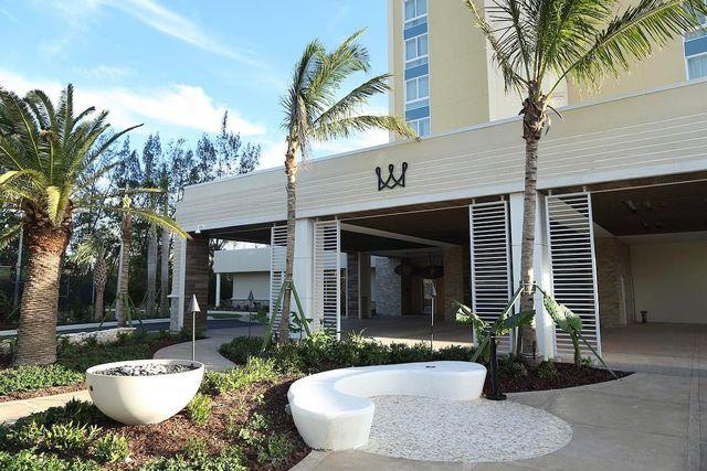 Hotel Warwick Bahamas fire pit